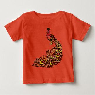 Camiseta Para Bebê pavão 3-D com plumagem vermelha, alaranjada e