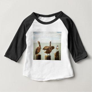 Camiseta Para Bebê Pelicanos empoleirados em cargos