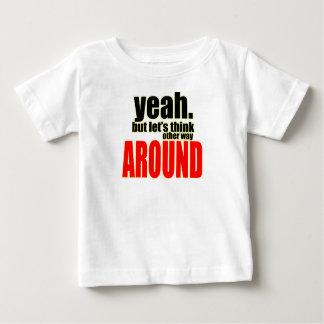 Camiseta Para Bebê pensando a outra maneira em torno da solução da