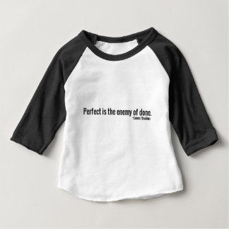 """Camiseta Para Bebê """"Perfeito é o inimigo do feito."""" ~James Hawkins"""