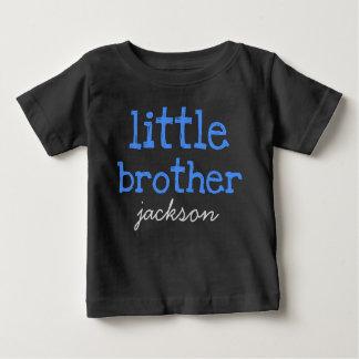 Camiseta Para Bebê Personalizado adicione um irmão mais novo azul