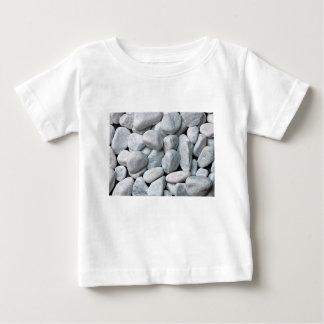Camiseta Para Bebê Pilha grande de pedras cinzentas e brancas da