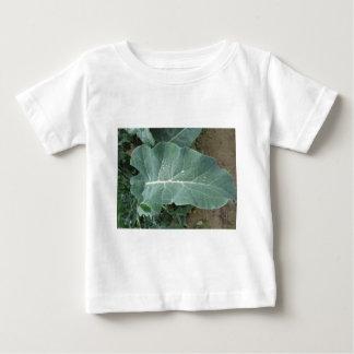 Camiseta Para Bebê Pingos de chuva nas folhas da couve-flor