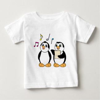Camiseta Para Bebê Pinguins dos desenhos animados que cantam