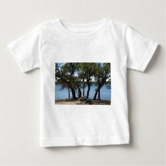 Camiseta Para Bebê Piquenique no lago