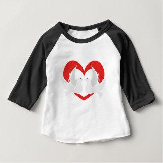 Camiseta Para Bebê Pombas de paz da ilustração com coração