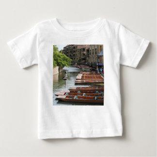 Camiseta Para Bebê Pontapés em Cambridge, Inglaterra