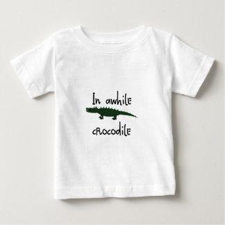 Camiseta Para Bebê por algum tempo no crocodilo