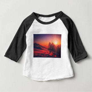 Camiseta Para Bebê Por do sol nevado da noite