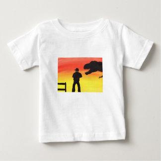 Camiseta Para Bebê Por do sol no rancho do dinossauro