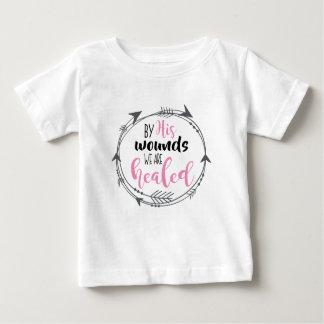 Camiseta Para Bebê Por suas feridas nós somos curados