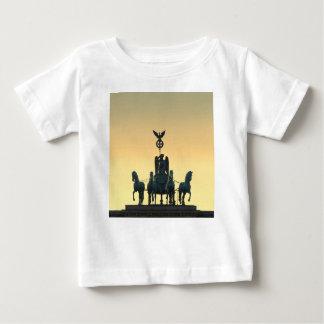 Camiseta Para Bebê Porta de Brandemburgo 001 do Quadriga, Berlim