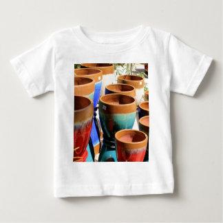 Camiseta Para Bebê Potes coloridos da planta de jardim