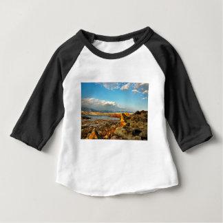 Camiseta Para Bebê Praia de pedra na ilha Pag em Croácia