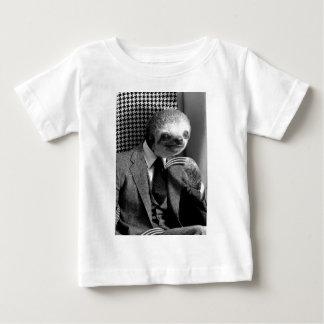 Camiseta Para Bebê Preguiça do cavalheiro que senta-se na cadeira