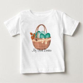 """Camiseta Para Bebê """"Primeira páscoa, cesta da páscoa com ovos"""