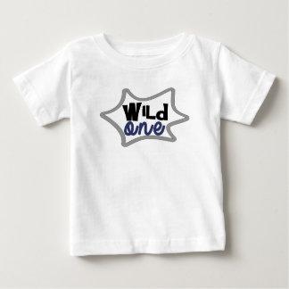Camiseta Para Bebê Primeiro aniversário do menino, o selvagem,