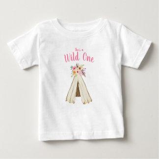 Camiseta Para Bebê Primeiro aniversario selvagem do Teepee tribal