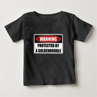 Camiseta Para Bebê Protegido por um Goldendoodle