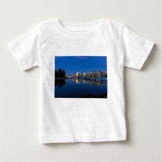 Camiseta Para Bebê Reflexão azul da hora de Vancôver BC