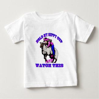 "Camiseta Para Bebê Relógio de Bustin"" Sippy da carne de carneiro da"