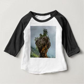 Camiseta Para Bebê rocha equilibrada corrmoída