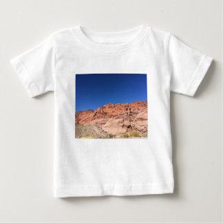 Camiseta Para Bebê Rochas vermelhas e céus azuis