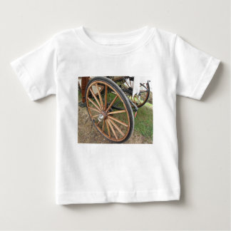 Camiseta Para Bebê Rodas traseiras da carruagem antiquado do cavalo