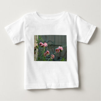 Camiseta Para Bebê Rosa que crescem em um jardim de Cotswold