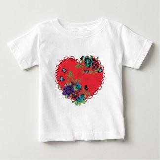 Camiseta Para Bebê Rosas ornamento e coração do vintage