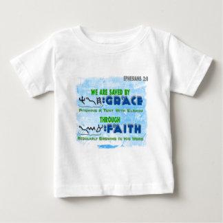 Camiseta Para Bebê Salvar pela benevolência com a fé