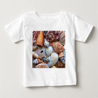 Camiseta Para Bebê Seashells pelo litoral