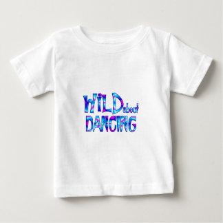 Camiseta Para Bebê Selvagem sobre a dança