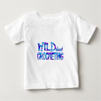 Camiseta Para Bebê Selvagem sobre Crocheting
