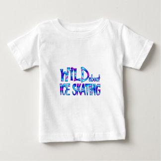 Camiseta Para Bebê Selvagem sobre o patinagem no gelo