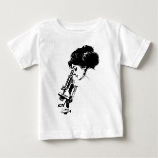 Camiseta Para Bebê Senhora com um microscópio