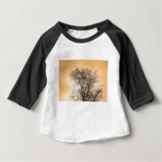 Camiseta Para Bebê Sepia que Roosting pássaros
