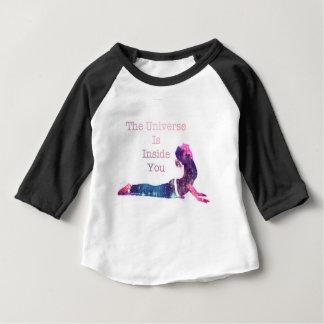 Camiseta Para Bebê Série da pose da ioga do universo