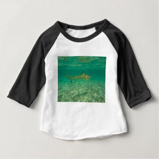 Camiseta Para Bebê Shark in bora bora