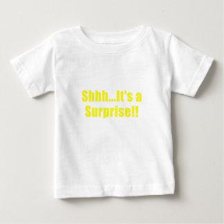 Camiseta Para Bebê Shhh seu uma surpresa