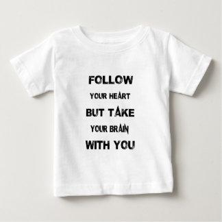 Camiseta Para Bebê siga seu coração tomam seu cérebro com você