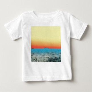 Camiseta Para Bebê Silhueta artística bonito do navio do Seascape