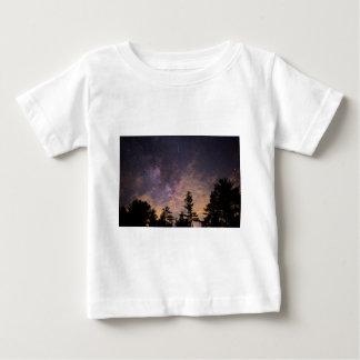 Camiseta Para Bebê Silhueta das árvores na noite