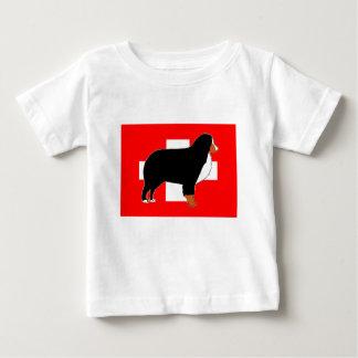 Camiseta Para Bebê silhueta do cão de montanha bernese na oxidação da
