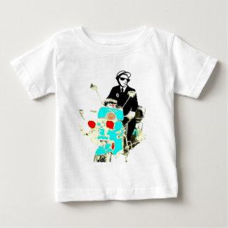 Camiseta Para Bebê Ska em um Scoot