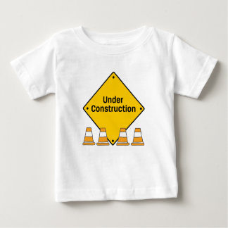 Camiseta Para Bebê Sob a construção com cones