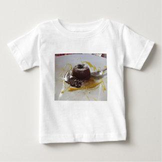 Camiseta Para Bebê Sobremesa morna do bolo da lava do fundente do