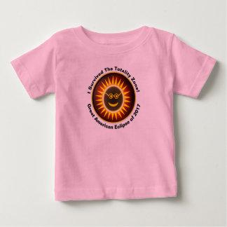 Camiseta Para Bebê T do sobrevivente da zona da totalidade dos miúdos