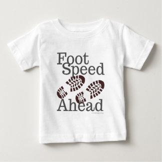 Camiseta Para Bebê T-shirt da velocidade do pé adiante que caminha
