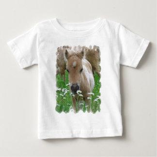 Camiseta Para Bebê T-shirt de cheiro do bebê das margaridas do potro